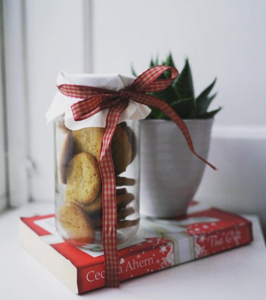 3rd conscious christmas tip - Eatables are close to zero-waste gifts. And especially if you wrap them in an old mason-jar that can be re-used. I always save glass jars during the year, and find something to use them for at christmas. They make fun little gifts during the season. Other ideas I came up with from my own home are novels I've read and enjoyed but won't re-read and small plants. There is nothing wrong with giving, especially when there is no waste and no spending involved. #consciouschristmas