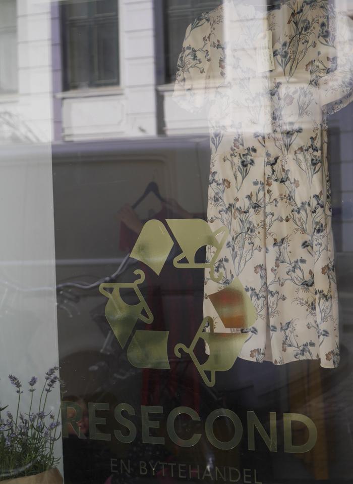 14.10.08 resecond kjolebytte butik4