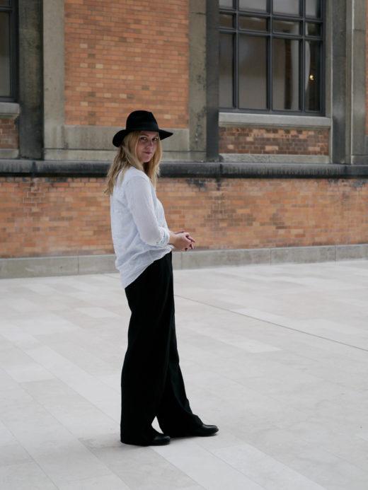 efteraarsuniform-med-bukser-og-skjorte-2